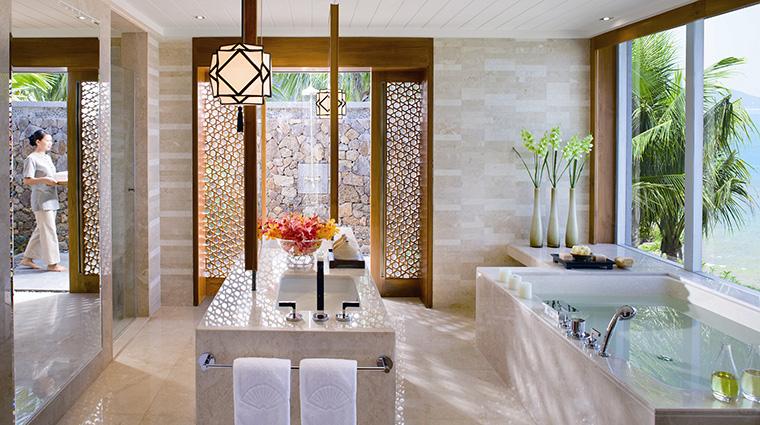 Property MandarinOrientalSanya Hotel GuestroomSuite VillaBathroom MandarinOrientalHotelGroup