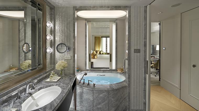 Property MandarinOrientalTaipei Hotel GuestroomSuite DeluxeKingBathroom MandarinOrientalHotelGroup