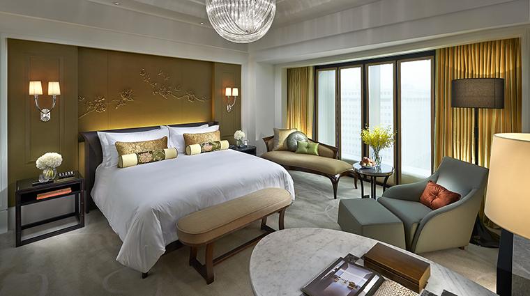 Property MandarinOrientalTaipei Hotel GuestroomSuite DeluxeKingBedroom MandarinOrientalHotelGroup