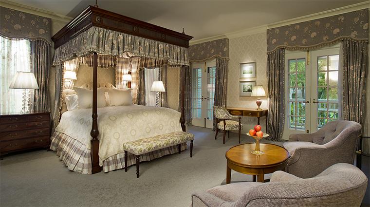 Property MayflowerInnandSpa 6 Hotel GuestroomSuite DeluxeGuestroom Bedroom CreditMayflowerInnandSpa