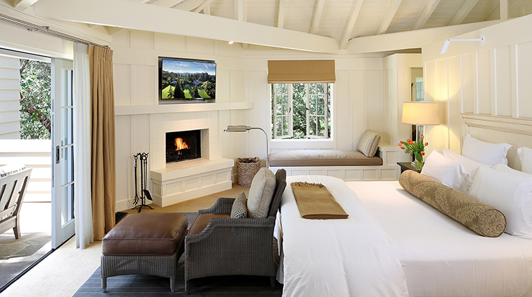 Property MeadowoodNapaValley Hotel GuestroomSuite EstateSuiteBedroom MeadowoodNapaValley