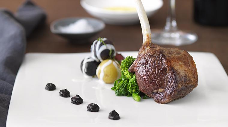 Property Meritage Restaurant Dining Lamb BostonHarborHotel