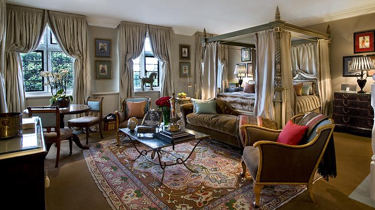 Property MilestoneHotel Hotel GuestroomSuite ViscountSuite RedCarnationHotels
