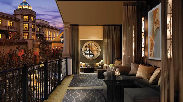 Property MontageBeverlyHills Hotel BarLounge TenPoundOutdoorSeating MontageHotels&Resorts