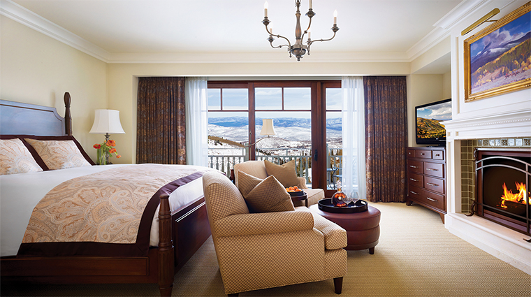 Property MontageDeerValley 3 Hotel GuestroomSuite KingGuestroom KingGuestroomBedroom CreditMontageHotelsandResorts