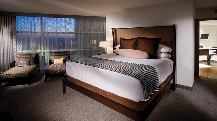 Property NortherQuestResortandCasino 3 Hotel GuestroomSuite SuiteBedroom CreditNortherQuestCasino