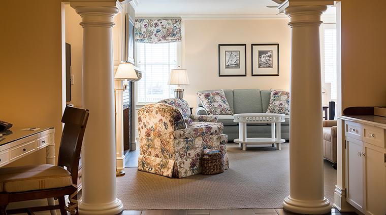 Property OceanHouse Hotel GuestroomSuite GrandDeluxeOceanView2 OceanHouse