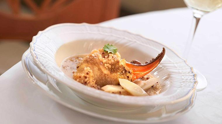 Property OneHarbourRoad Restaurant Dining RasiedFreshCrabClawwithChineseYam&Quinoa HyattCorporation