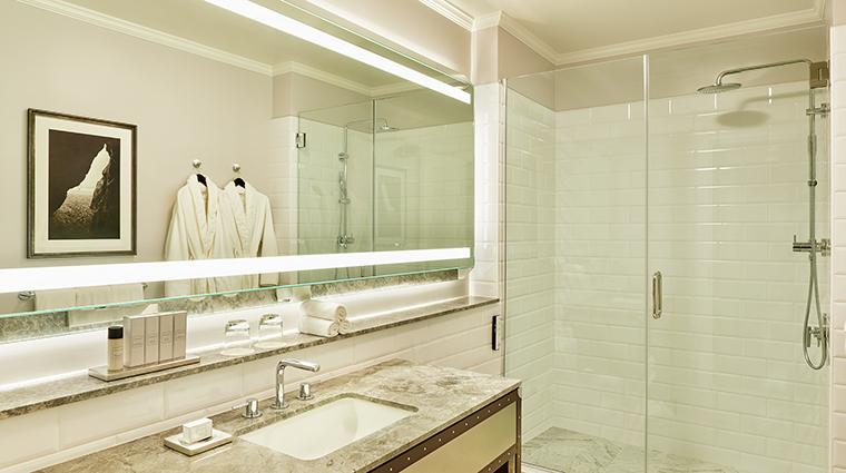 Property PalaceHotel Hotel GuestroomSuite JuniorSuiteBathroom StarwoodHotels&ResortsWorldwideInc