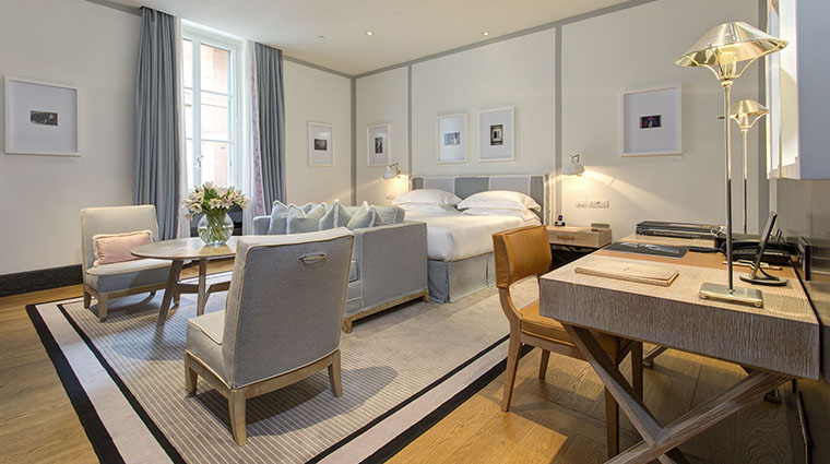Property PortraitRoma Hotel GuestroomSuite DeluxeStudio LungarnoAlberghiSrl