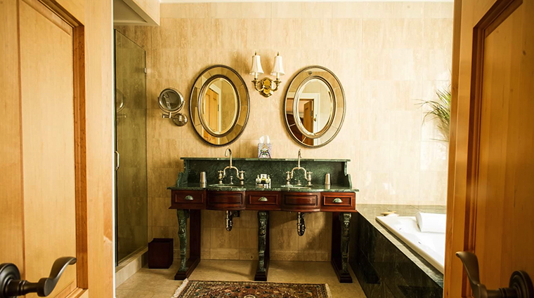 Property PrattPlaceInnandBarn 8 Hotel GuestroomSuite BoisdArcBathroom CreditPrattPlaceInnandBarn