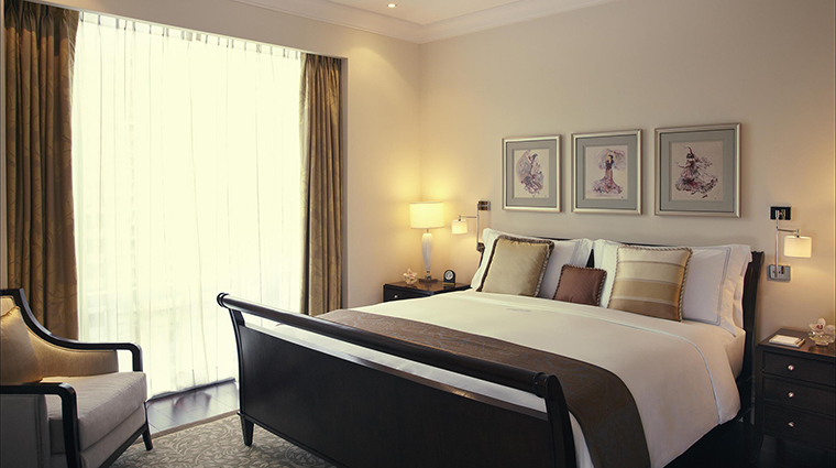 Property RafflesMakati Hotel GuestroomSuite ExecutiveSuiteBedroom FRHI