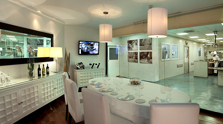 Property RoyalHideawayPlayacar Hotel Dining ChefsTable BarceloHotels&Resorts