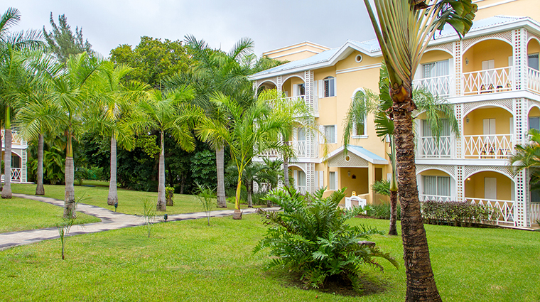 Property RoyalHideawayPlayacar Hotel GuestroomSuite ExteriorofVilla BarceloHotels&Resorts