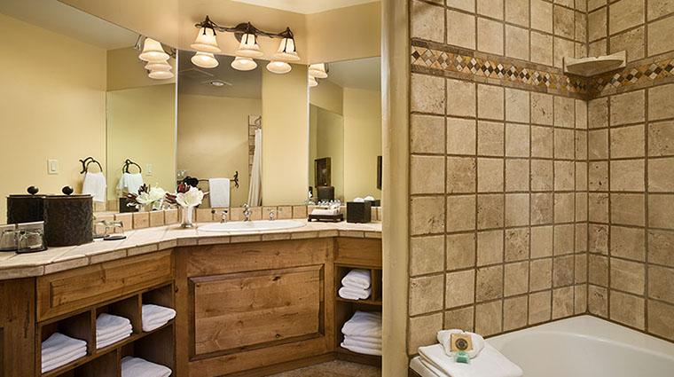 Property RustyParrotLodge Hotel GuestroomSuite GuestBathroom2 RustyParrot