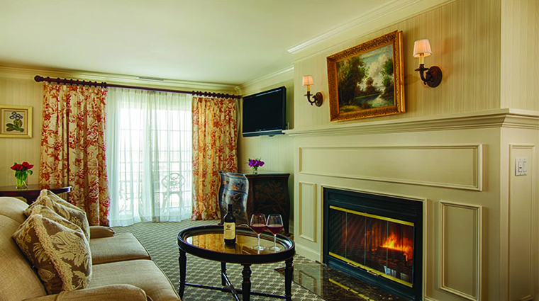 Property SaybrookPointInn Hotel GuestroomSuite SuitewithFireplace SaybrookPointInn&Spa