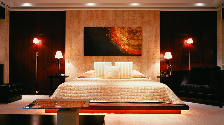 Property ShangriLaHotelDubai Hotel GuestroomSuite AlShamsPresidentialSuiteMasterBedroom ShangriLaInternationalHotelManagementLtd
