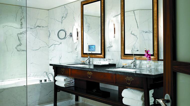 Property ShangriLaHotelVancouver Hotel GuestroomSuite OneBedroomSuiteBathroom ShangriLaInternationalHotelManagementLtd