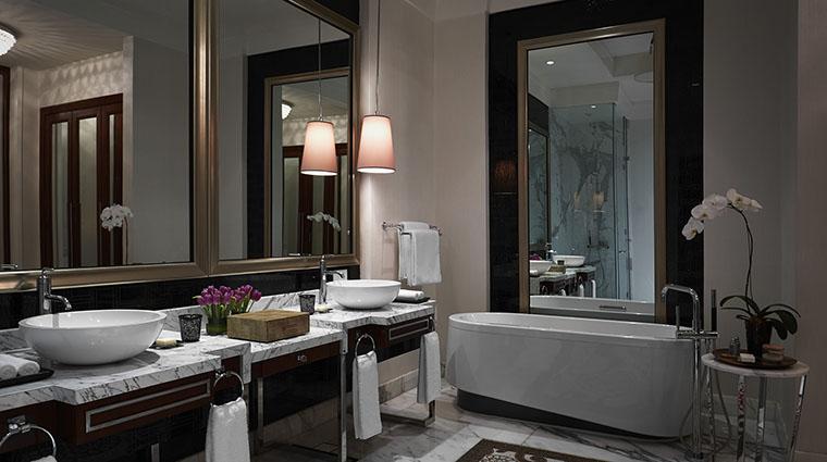 Property SkyToweratSolaireManila Hotel GuestroomSuite PrestigeSuiteKingBayViewBathroom SolaireResort&Casino