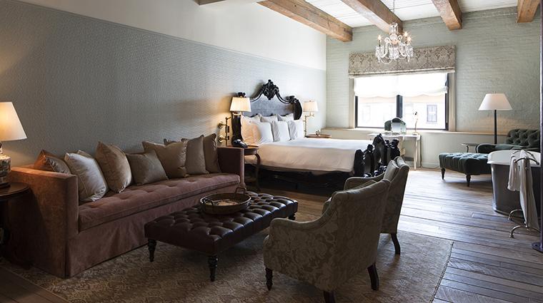 Property SoHoHouseNewYork Hotel GuestroomSuites BigGuestroom Bedroom CreditSoHoHouse
