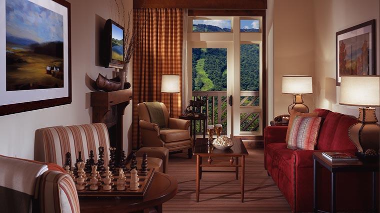 Property StoweMountainLodge Hotel GuestroomSuite StudioLivingRoom CreditStoweMountainLodge