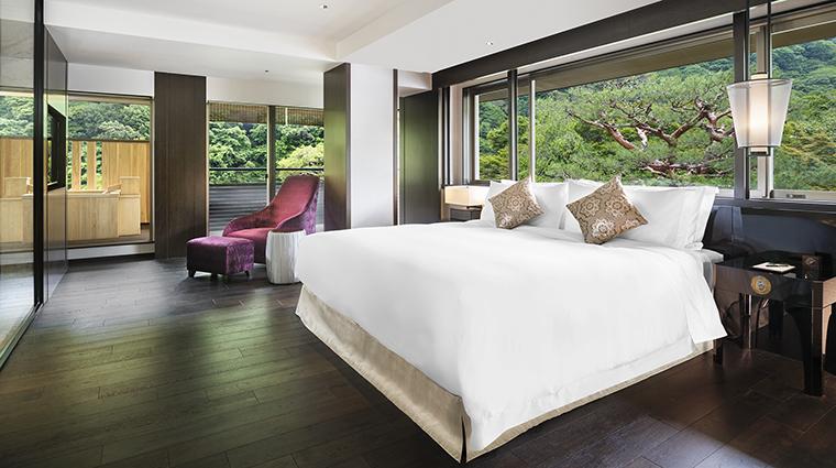 Property SuiranALuxuryCollectionHotelKyoto Hotel GuestroomSuite SuiranPresidentialCornerSuiteBedroom MarriottInternationalInc