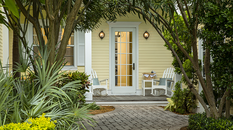 Property SunsetKeyCottages Hotel GuestroomSuite FourBedroomCottageEntry StarwoodHotels&ResortsWorldwideInc