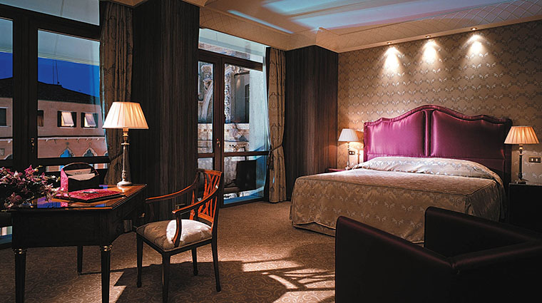 Property TheBauerVenezia Hotel GuestroomSuite DeluxeRoomwithView TheBauerVenezia