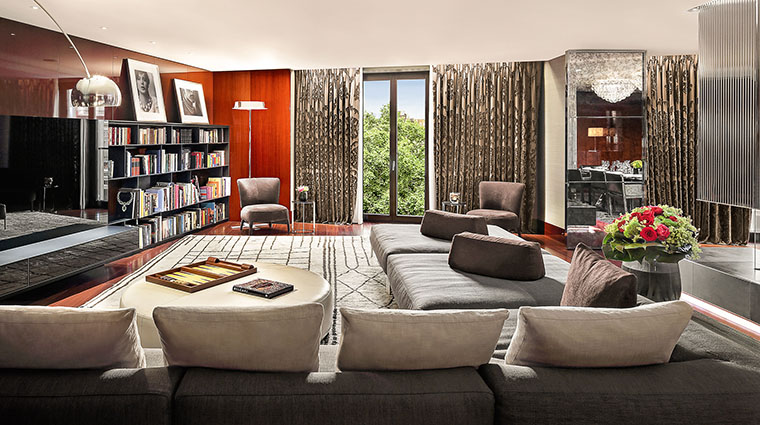 Property TheBulgariHotel&ResidencesLondon Hotel GuestroomSuite BulgariSuiteILivingRoom BulgariHotels&Resorts