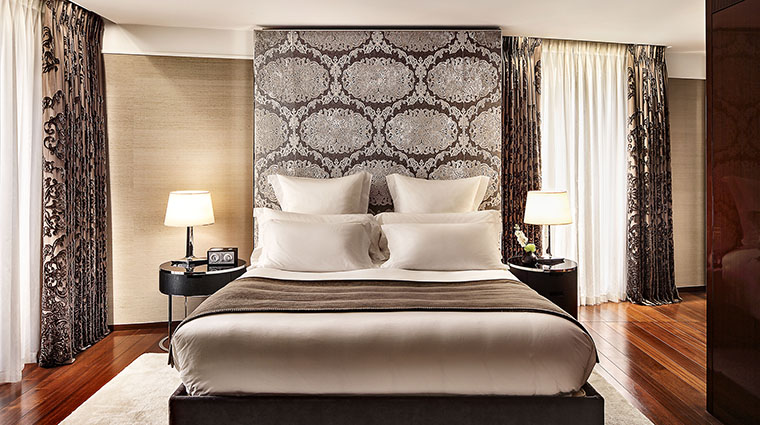 Property TheBulgariHotel&ResidencesLondon Hotel GuestroomSuite DeluxeSuiteBedroom BulgariHotels&Resorts