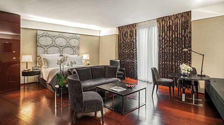 Property TheBulgariHotel&ResidencesLondon Hotel GuestroomSuite JuniorSuite BulgariHotels&Resorts