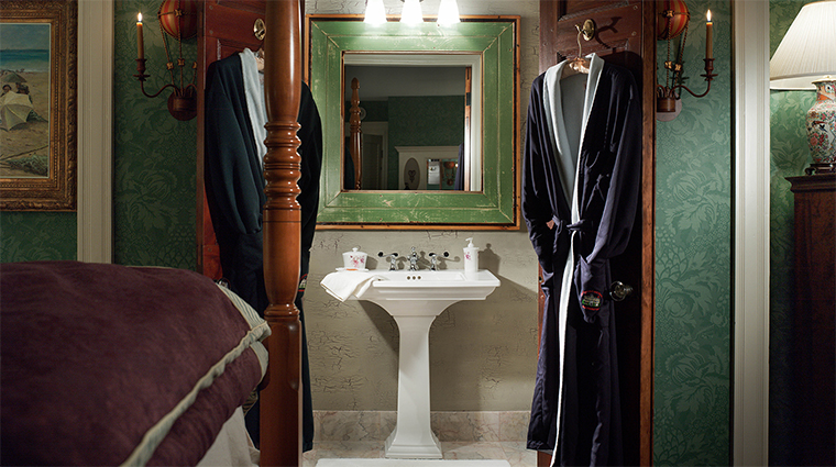 Property TheCaptainLordMansion Hotel 5 GuestroomSuite CallenderSuite Bathroom CreditCaptainLordMansionInnandSpa