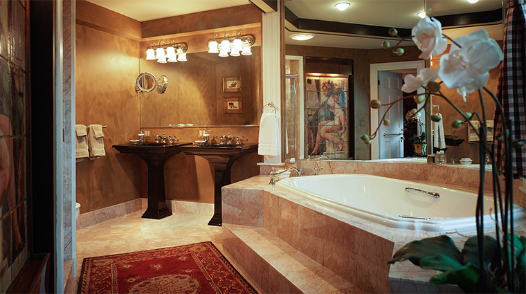 Property TheCaptainLordMansion Hotel 8 GuestroomSuite ChampionGuestroom Bathroom CreditCaptainLordMansionInnandSpa