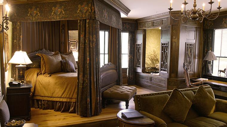 Property TheChanler 8 Hotel GuestroomSuite EnglishTudorGuestRooom CreditTheChanleratCliffWalk