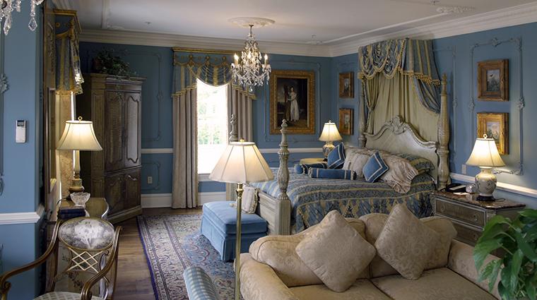 Property TheChanler 9 Hotel GuestroomSuite RenaissanceGuestRooom CreditTheChanleratCliffWalk