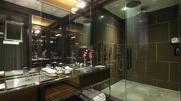 Property TheChatwal Hotel GuestroomSuite DirectorSuiteTwinRainShowers StarwoodHotels&ResortsWorldwideInc