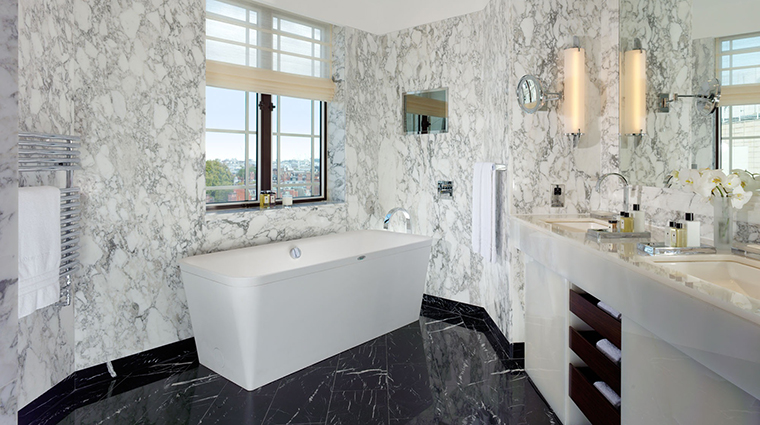 Property TheDorchester Hotel GuestroomSuite HarlequinBathroom DorchesterServicesLimited