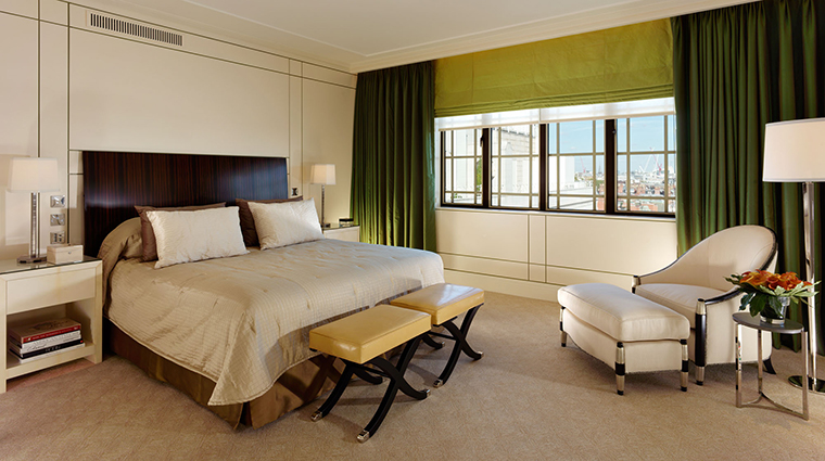 Property TheDorchester Hotel GuestroomSuite HarlequinMainBedroom DorchesterServicesLimited