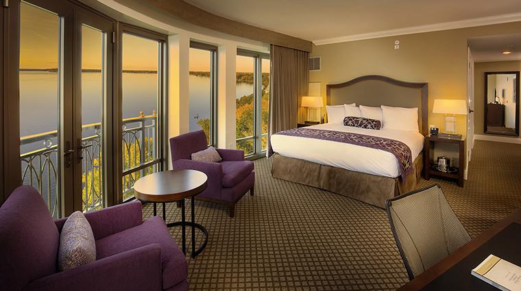 Property TheEdgewater Hotel GuestroomSuite PremiumLakefrontKing TheEdgewater