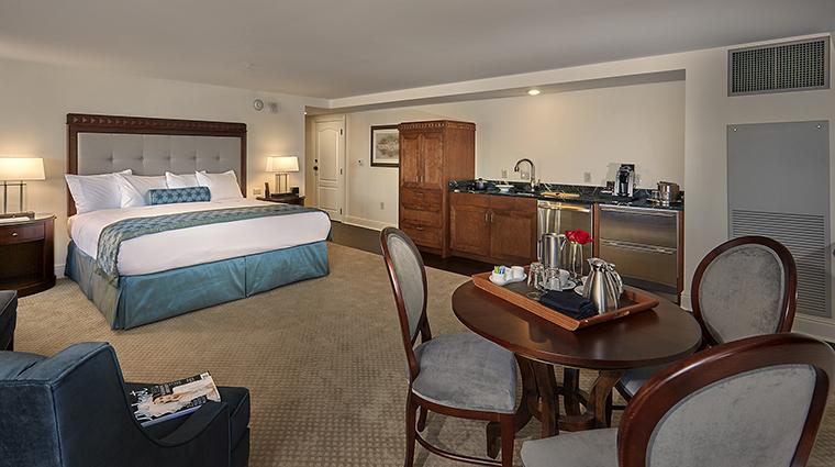 Property TheEdgewater Hotel GuestroomSuite TheLangdonStudioKing TheEdgewater