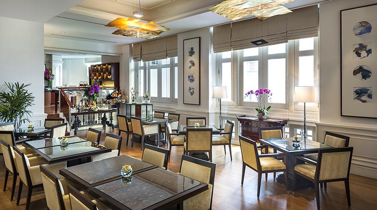 Property TheFullertonHotelSingapore Hotel BarLounge TheStraitsClubDiningArea TheFullertonHotelSingapore