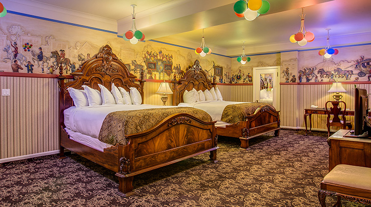Property TheHistoricDavenportHotel Hotel GuestroomSuite CircusRoom MarriottInternationalInc