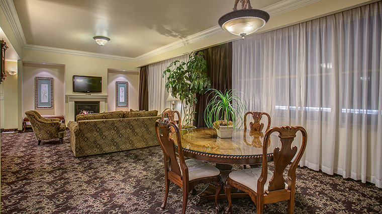 Property TheHistoricDavenportHotel Hotel GuestroomSuite GovernorSuiteParlor MarriottInternationalInc
