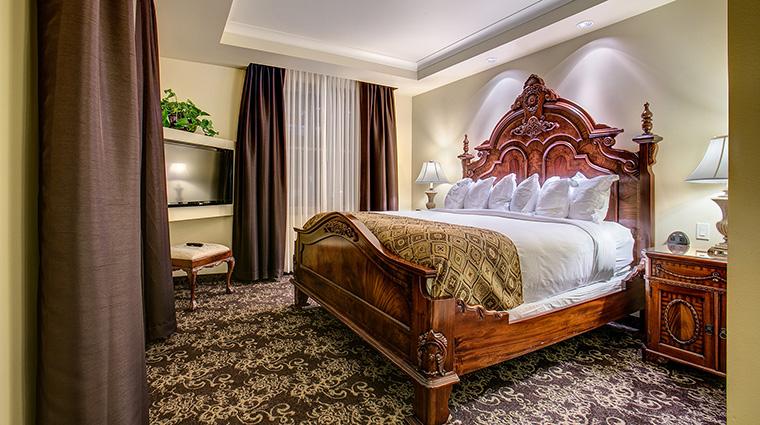 Property TheHistoricDavenportHotel Hotel GuestroomSuite ParlorSuiteGuestroom MarriottInternationalInc