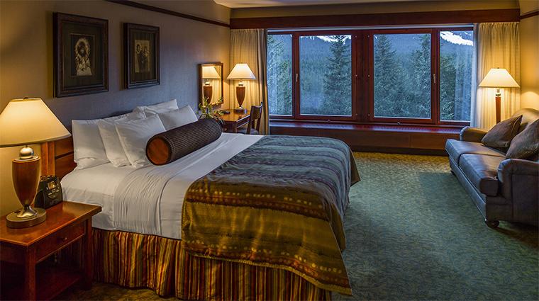 Property TheHotelAlyeska Hotel 8 GuestroomSuite RoyalSuite BedroomWithAView CreditAlyeskaResort KenGrahamPhotography