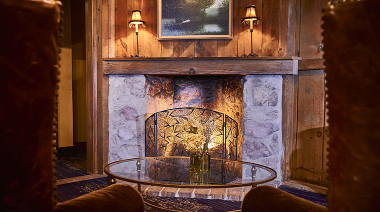 Property TheInnAtLeolaVillage Hotel PublicSpaces LobbyFireplace TheInnAtLeolaVillage