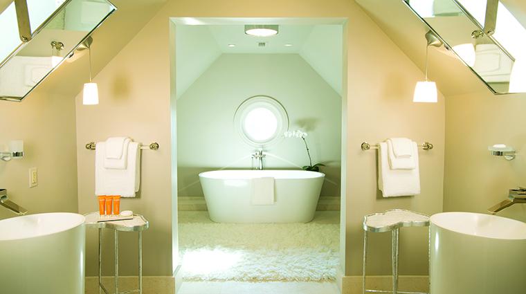 Property TheIvyHotel Hotel GuestroomSuite TheLoftSuiteBathroom TheIvyHotel