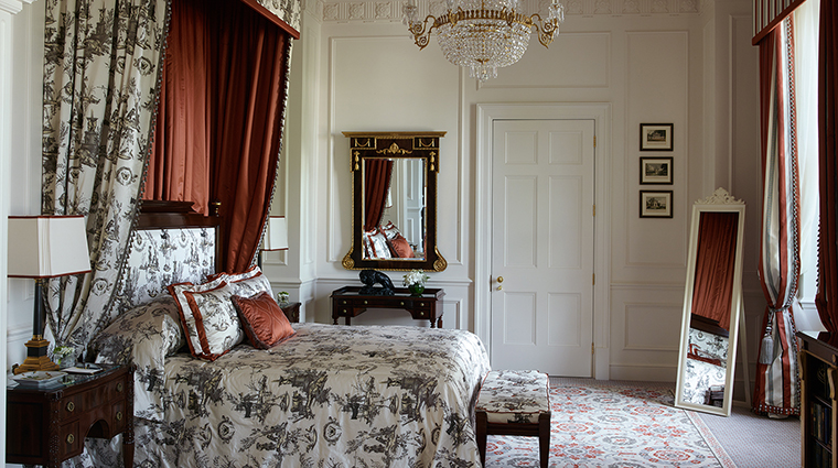 Property TheLanesborough Hotel GuestroomSuite RoyalSuiteBedroom OetkerHotelManagmentCompany