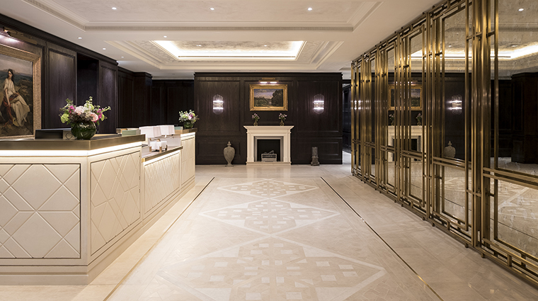 Property TheLanesborough Hotel Spa ReceptionDesk OetkerHotelManagmentCompany