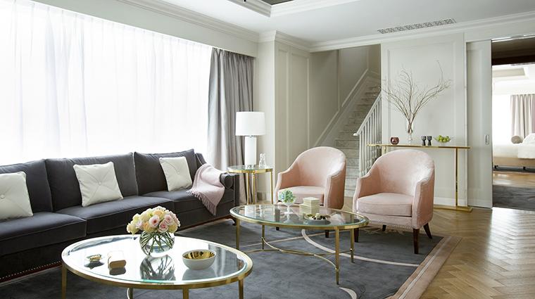 Property TheLanghamShenzhen Hotel 4 GuesteroomSuite HoneymoonSuite LivingRoom CreditLanghamHotelsInternationalLimited